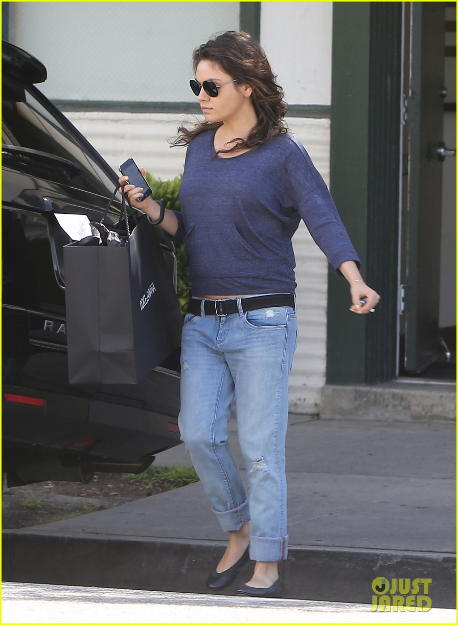 mila kunis steps out after pregnancy news 133079037