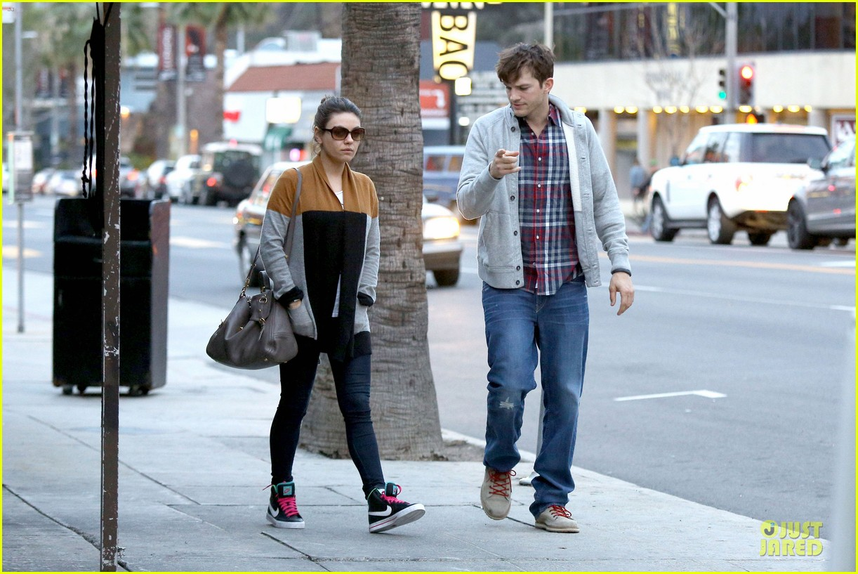 ashton kutcher mila kunis grab dinner as newly engaged couple 13