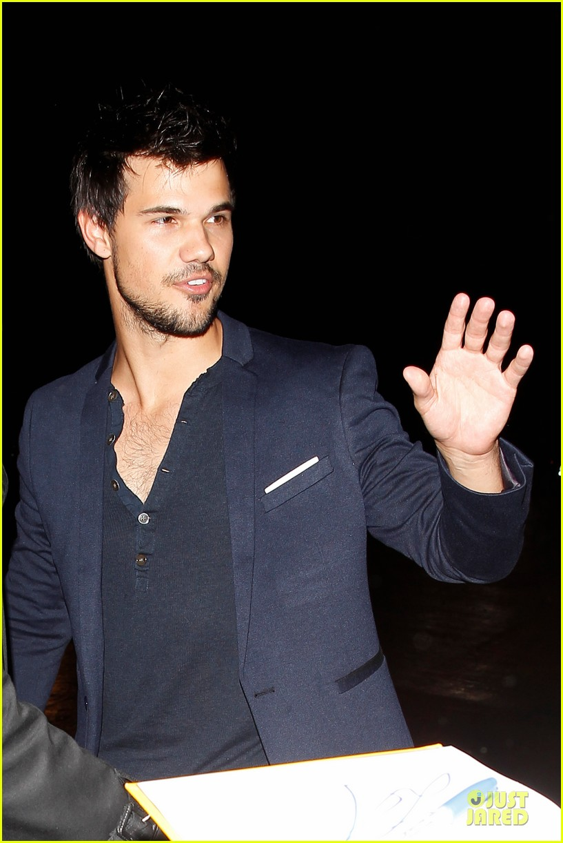 taylor lautner will bring his hotness to cuckoo season 2 063065626