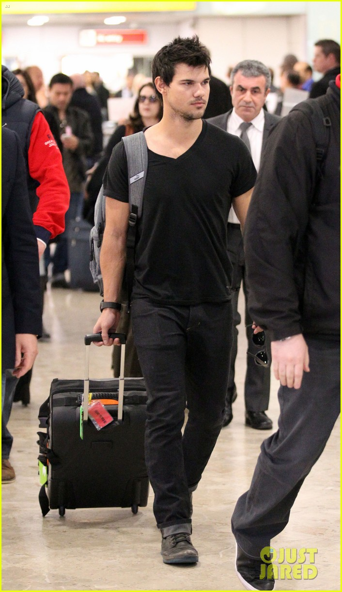 taylor lautner jets off t london 013073321