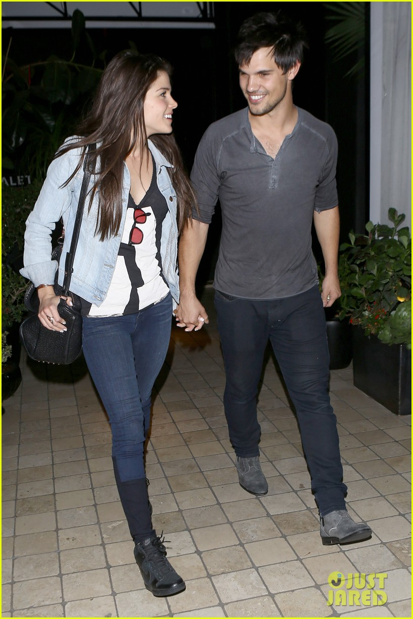 taylor lautner marie avgeropolous look so in love on dinner date 143071944