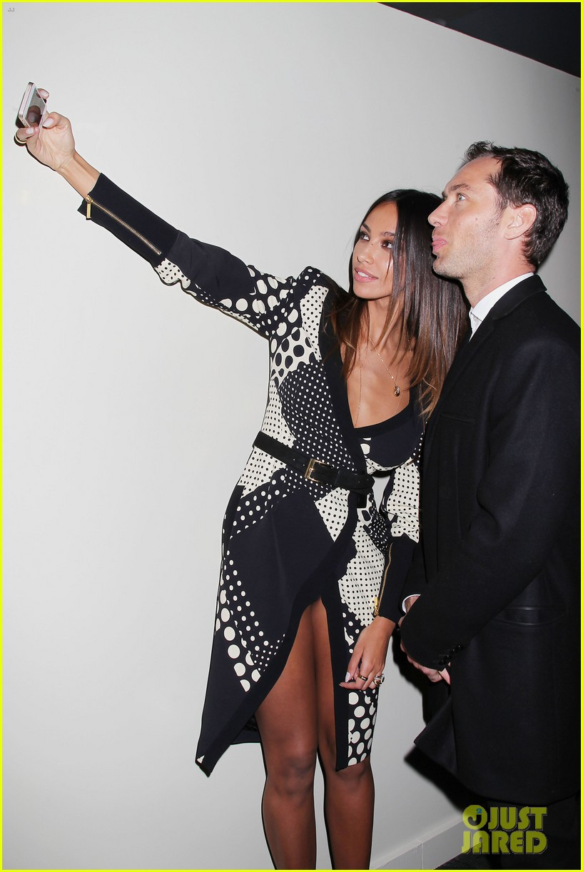 jude law madalina ghenea take a selfie 263080151
