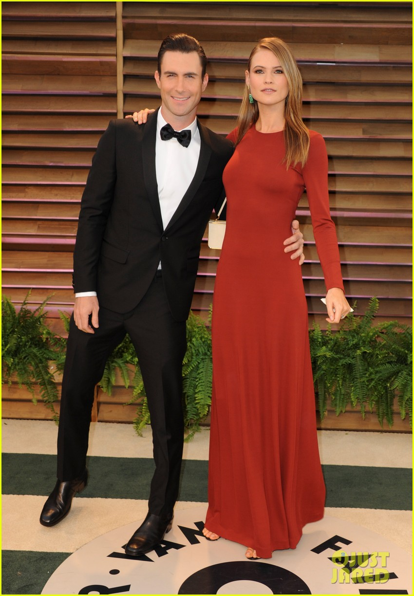 adam levine behati prinsloo vanity fair oscar party 2014 01