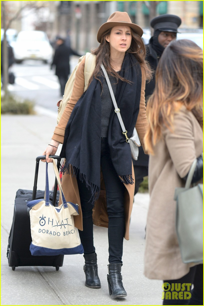 pretty little liars cast head out of nyc after big finale airing 103074783