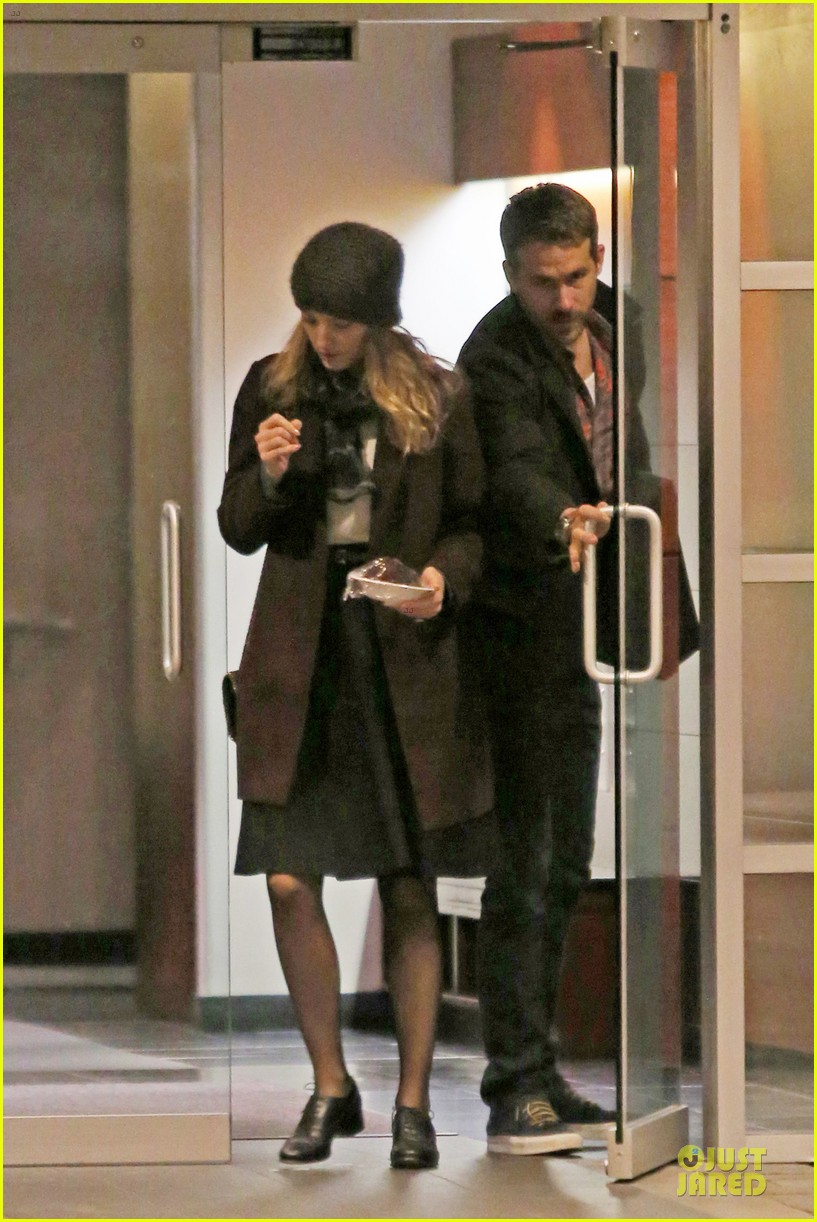 blake lively ryan reynolds drop by moms home 073082044