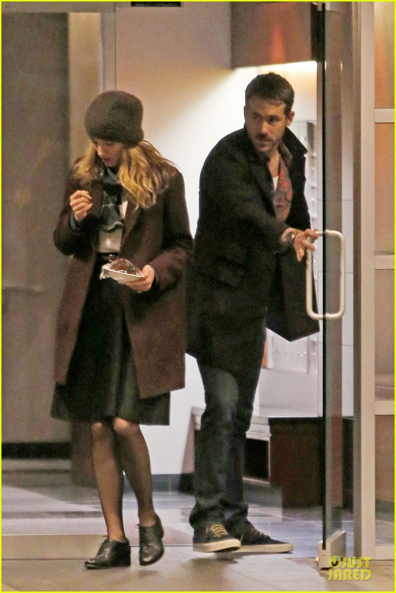 blake lively ryan reynolds drop by moms home 083082045