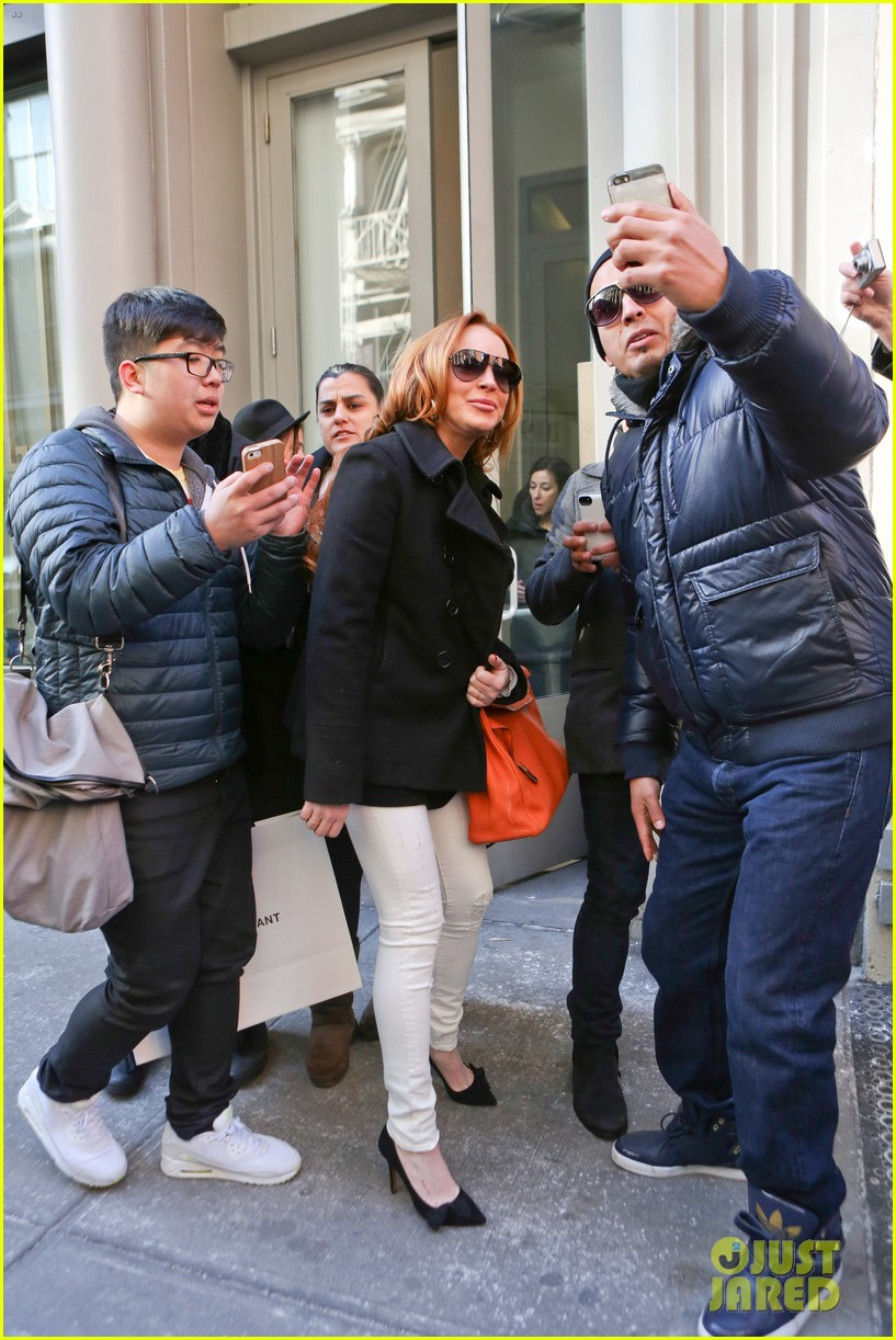 lindsay lohan gets water thrown in her face by jimmy fallon 153067440
