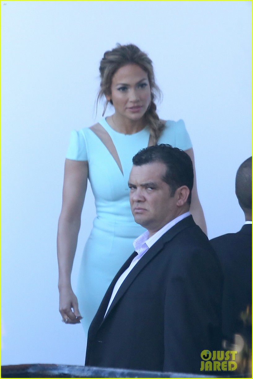 jennifer lopez will perform american idol thursday 283075101