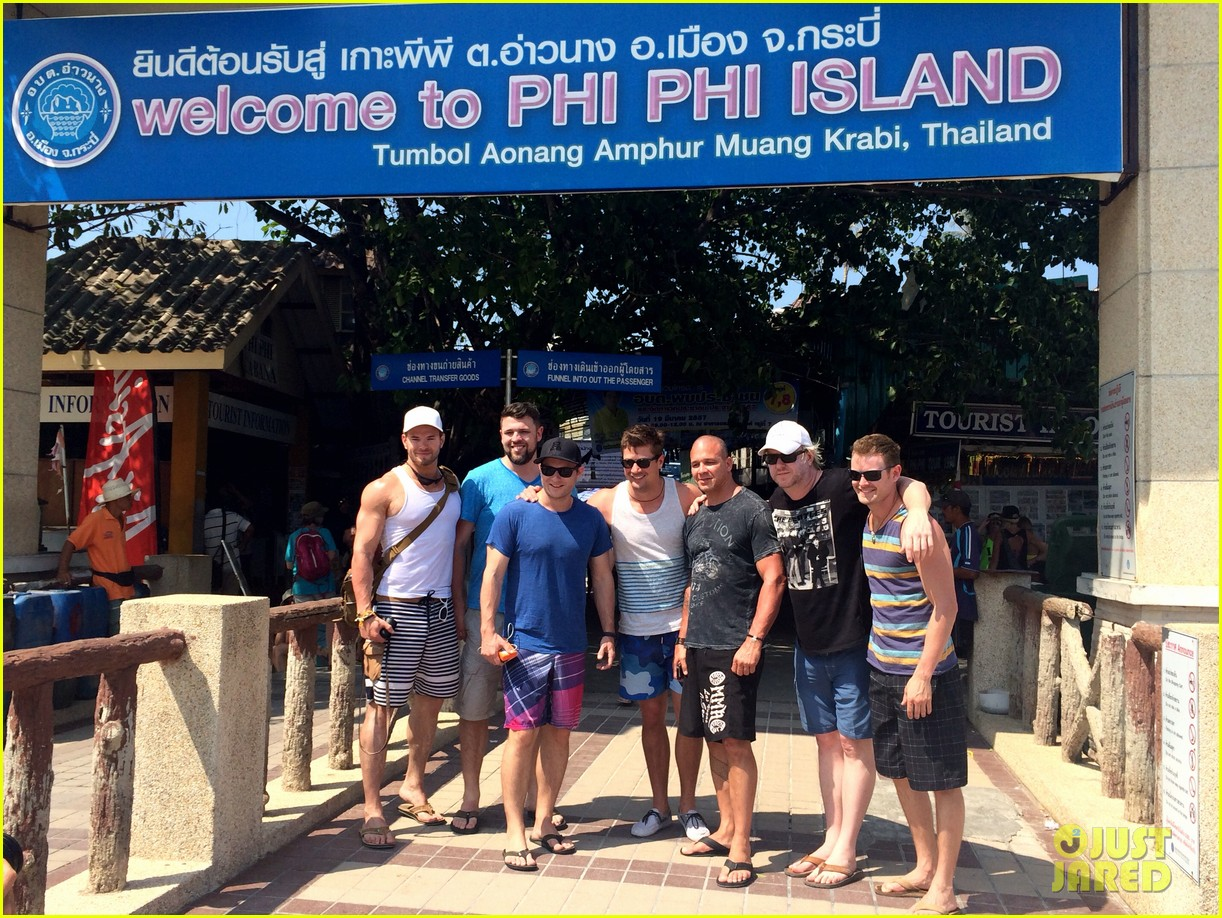 kellan lutz goes shirtless feeds monkey thailand 063070998