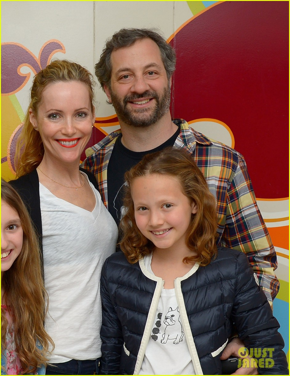 other womans leslie mann celebrates birthday with friend circus performers 03