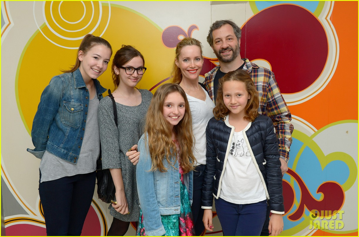other womans leslie mann celebrates birthday with friend circus performers 08