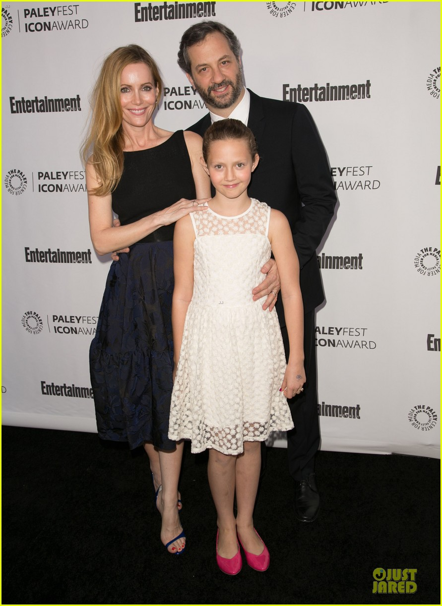 leslie mann support judd apatow at paleyfest 01