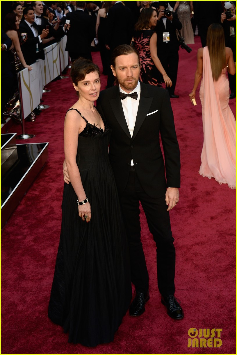 ewan mcgregor attends oscars 2014 with wife eve mavrakis 01