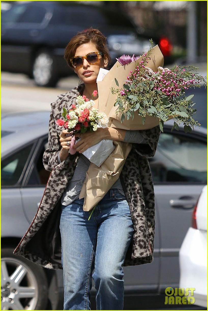 eva mendes boyfriend ryan gosling linked to new biopic 02