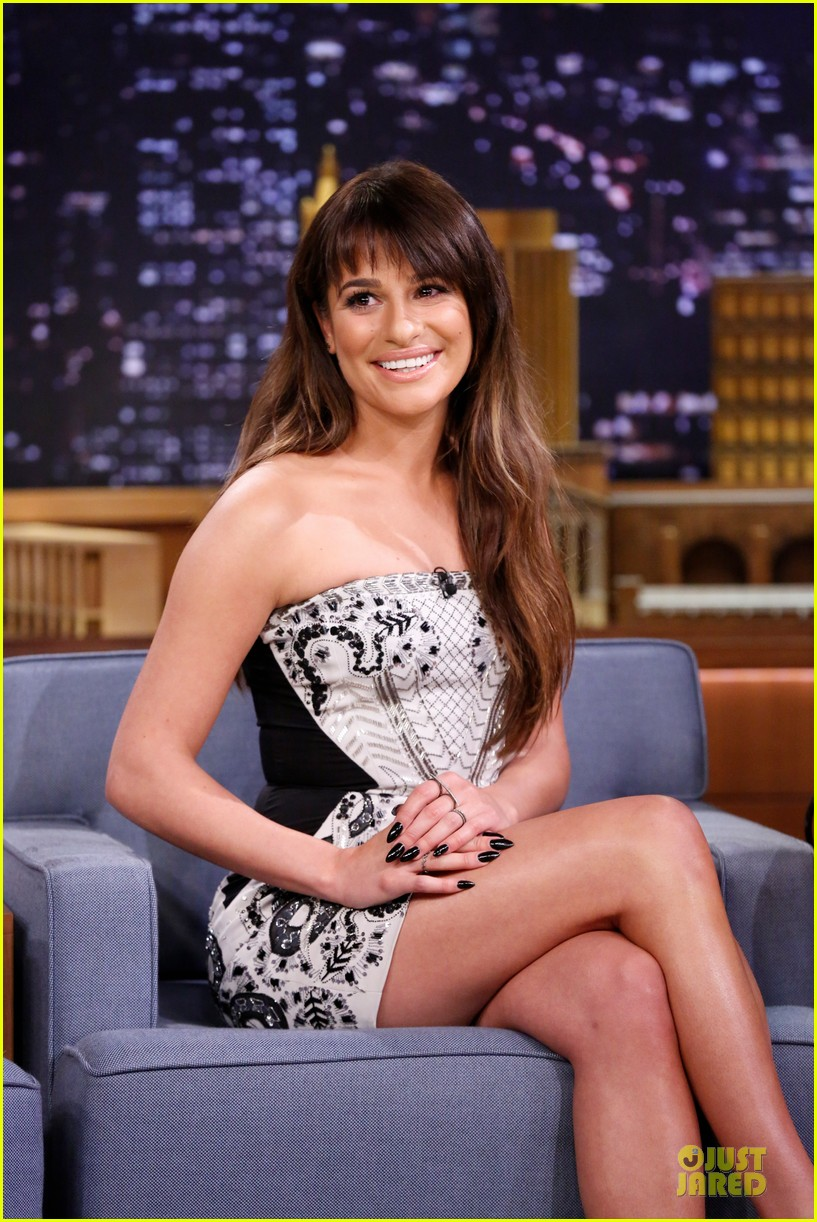 lea michele performs cannonball on tonight show 023066175