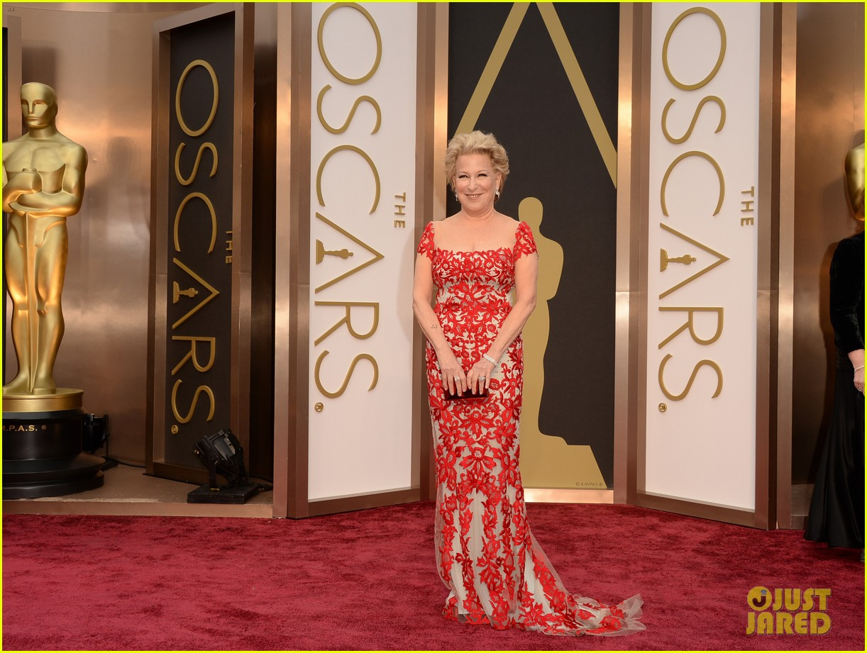 bette midler walks carpet before first oscars performance ever 01