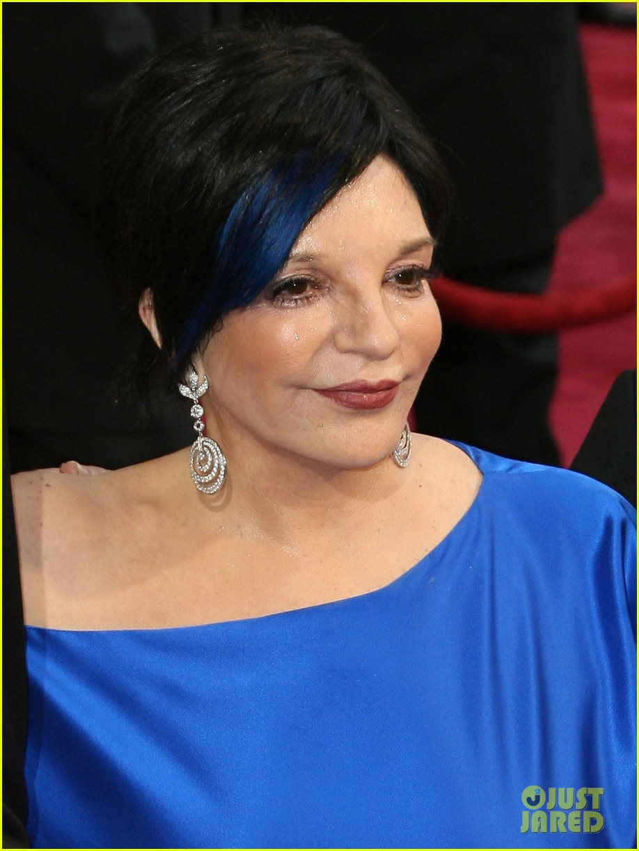 liza minnelli wears blue streak in hair at oscars 2014 063064044