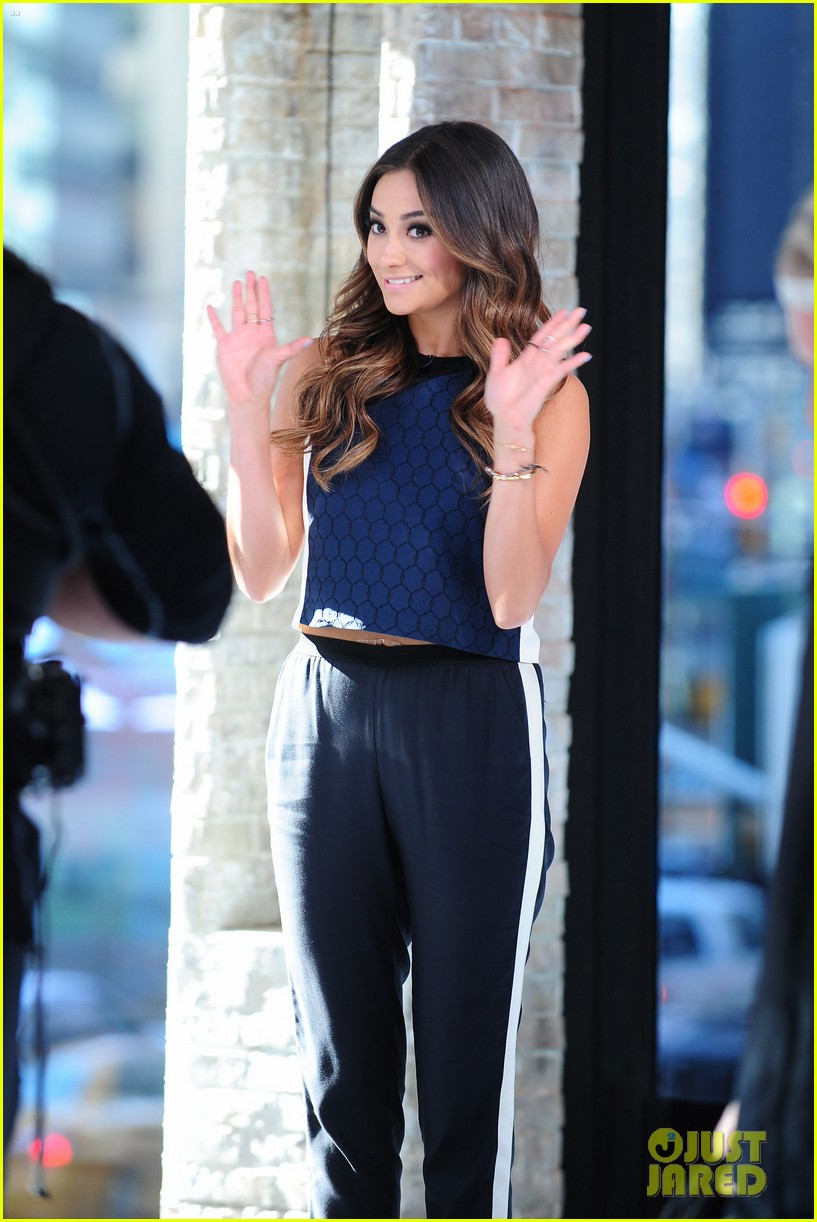 shay mitchell is very careful while live tweeting pretty little liars 063074098