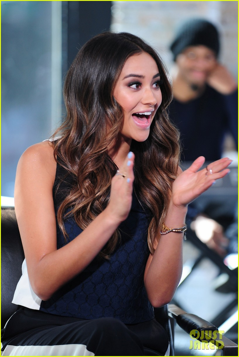 shay mitchell is very careful while live tweeting pretty little liars 10