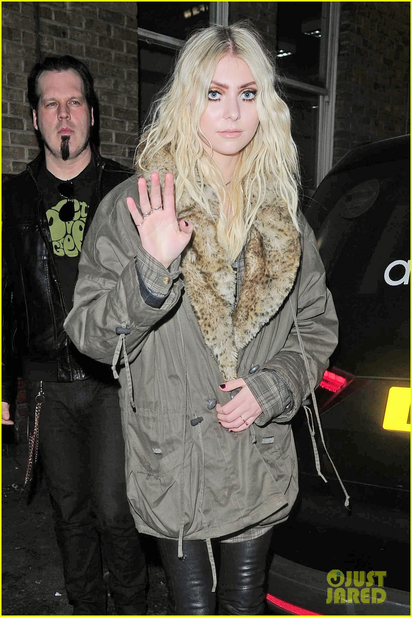 taylor momsen still disturbed by tampon string photos 053075457