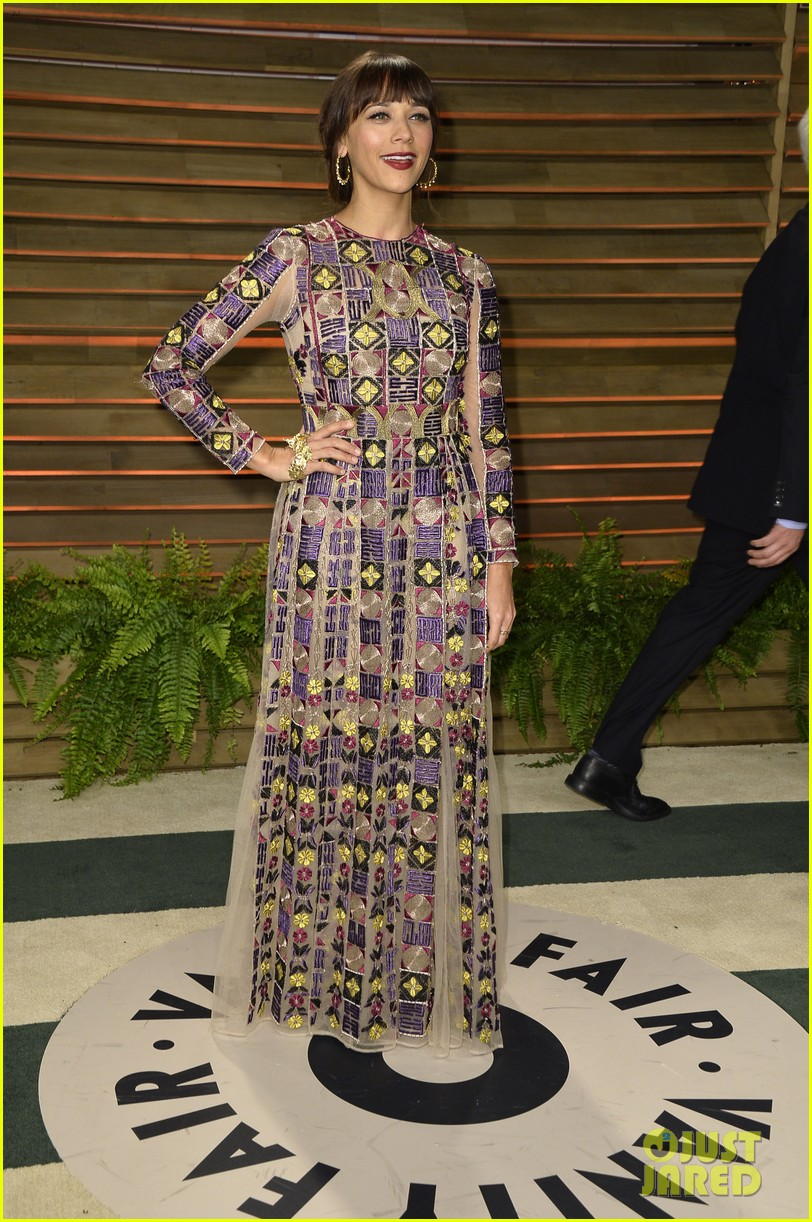 elisabeth moss rashida jones vanity fair oscar party 2014 033064662