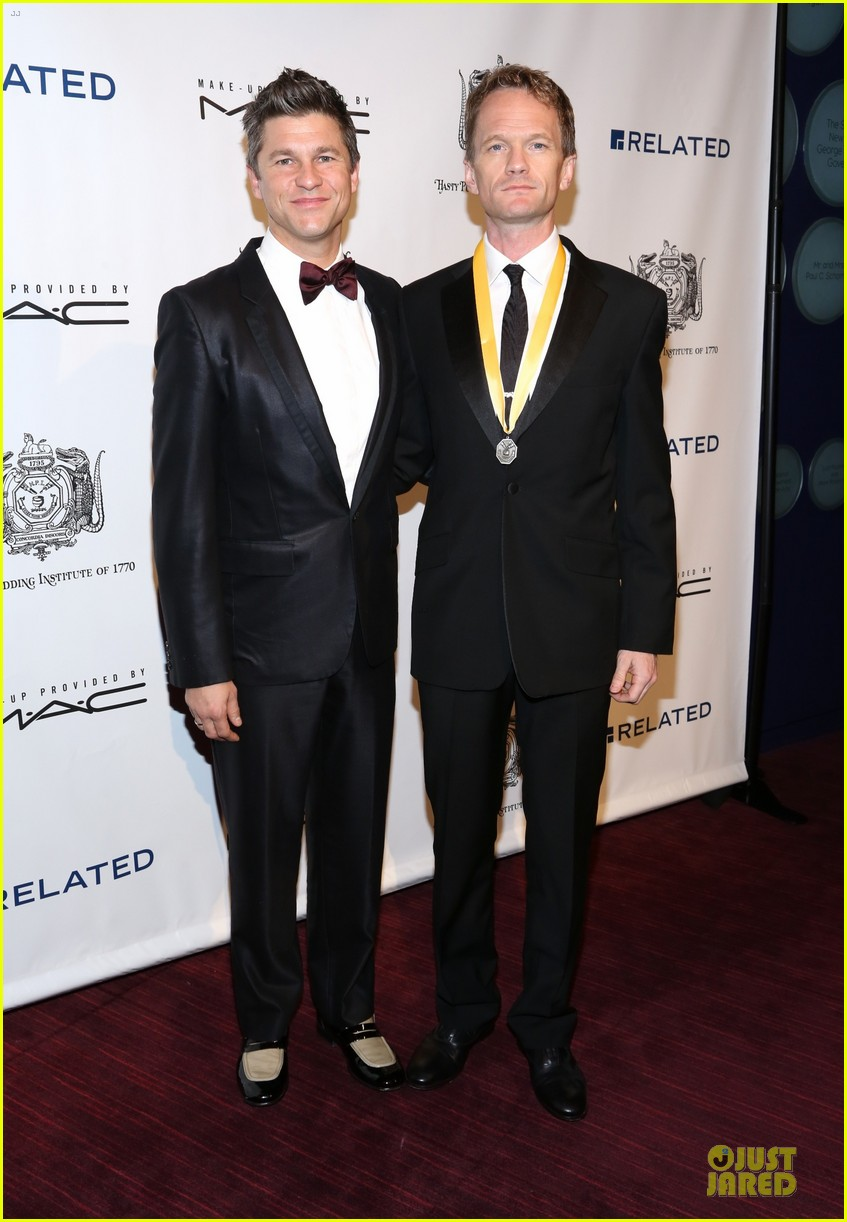 neil patrick harris honored at hasty pudding awards 013069663