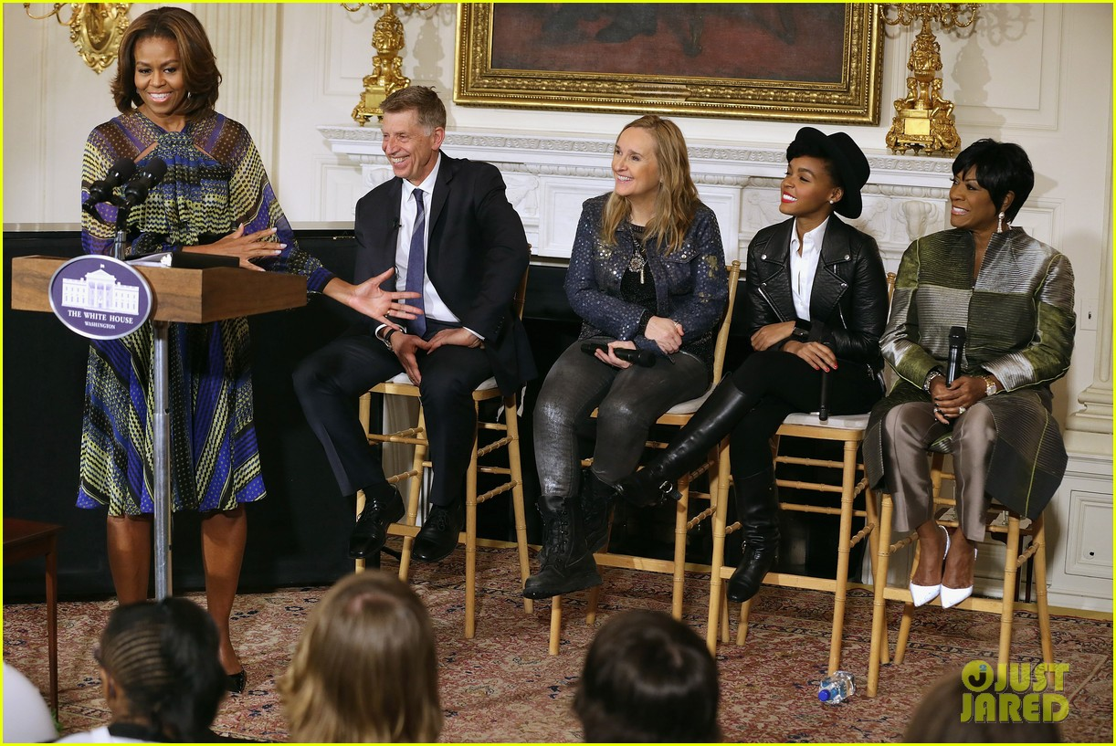 michelle obama hosts women in music function president obama misspells respect 013067760