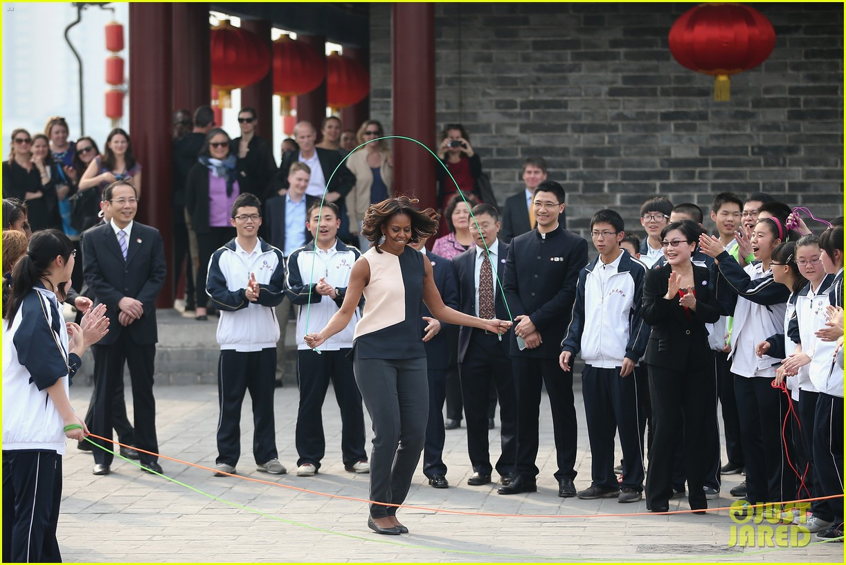michelle obama jumps rope in china 01