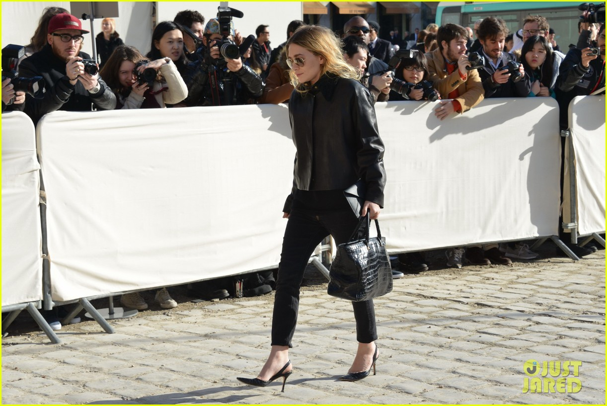 mary kate olsen flashes huge engagement ring louis vuitton show ashley 06