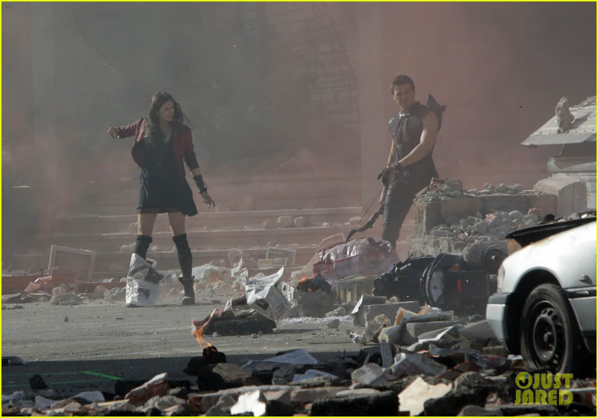 elizabeth olsen aaron taylor johnson avengers 2 set photos 06