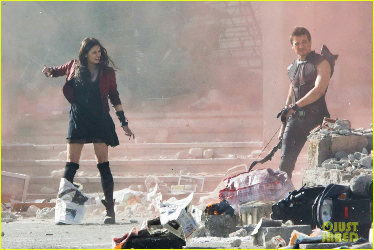 elizabeth olsen aaron taylor johnson avengers 2 set photos 25