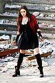 elizabeth olsen aaron taylor johnson avengers 2 set photos 08