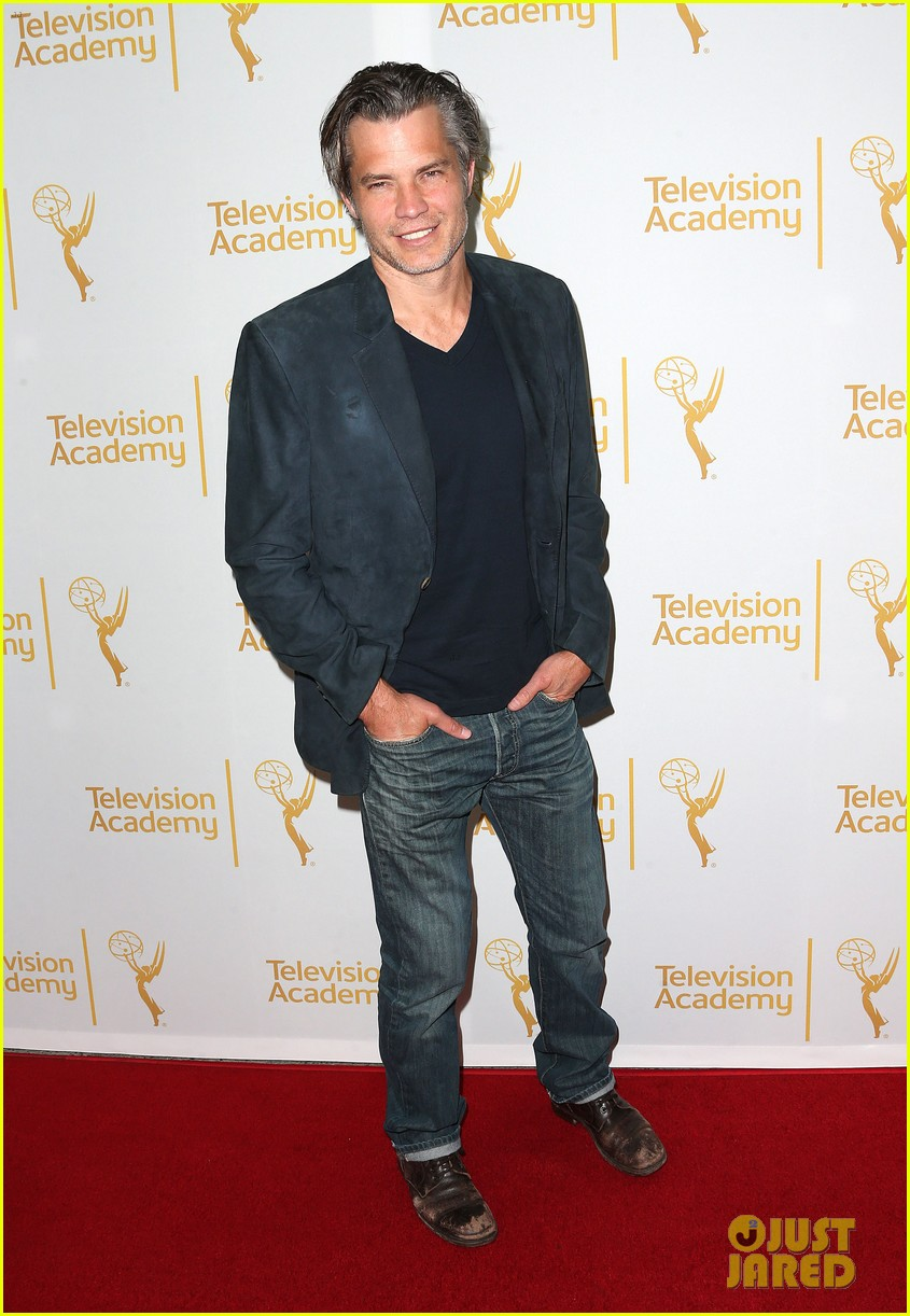 timothy olyphant steps out for an evening with the cast of justified 10