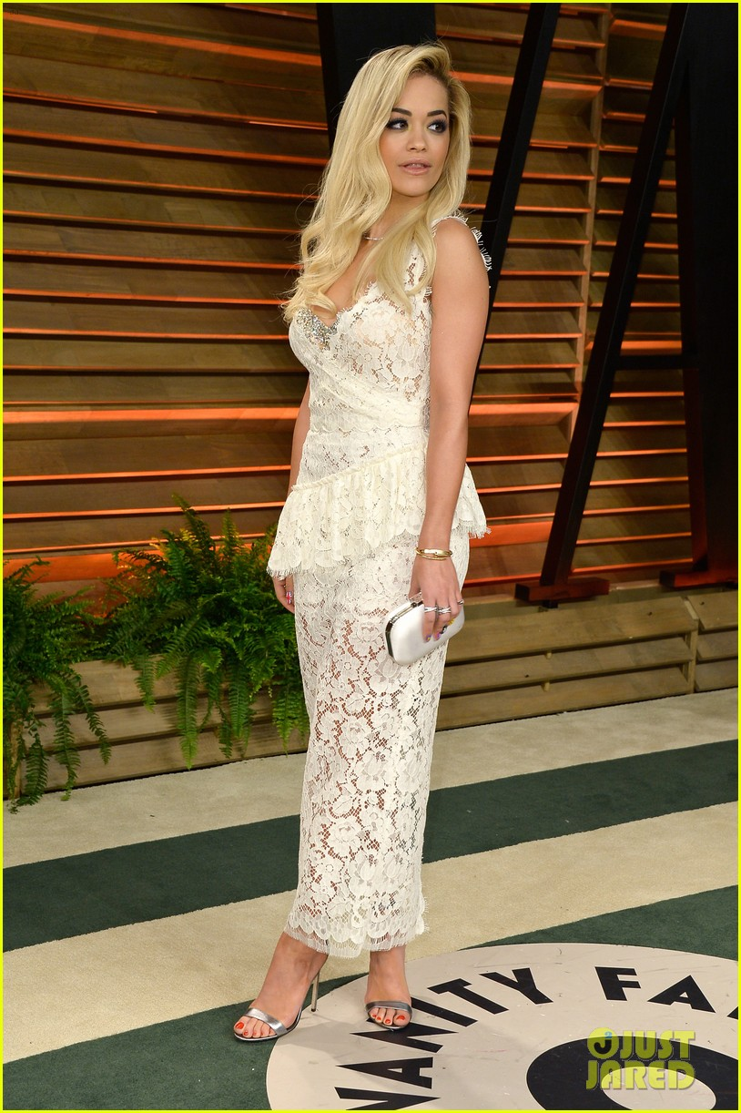 rita ora blonde bombshell at the vanity fair oscars party 2014 05
