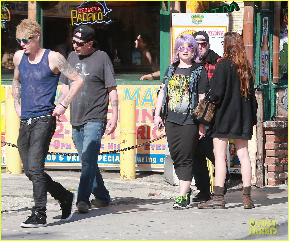 kelly osbourne gets back to her rocker roots in a misfits t shirt 07