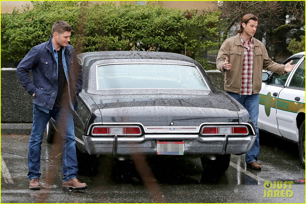 jared padalecki jensen ackles work in the pouring rain 07