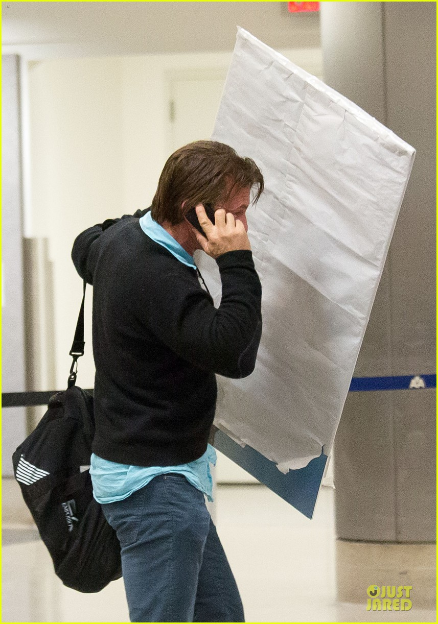 sean penn returns to lax with painting 04