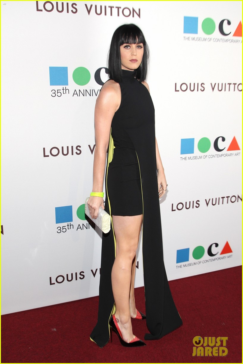 katy perry keeps it simple in black at moca gala 2014 01