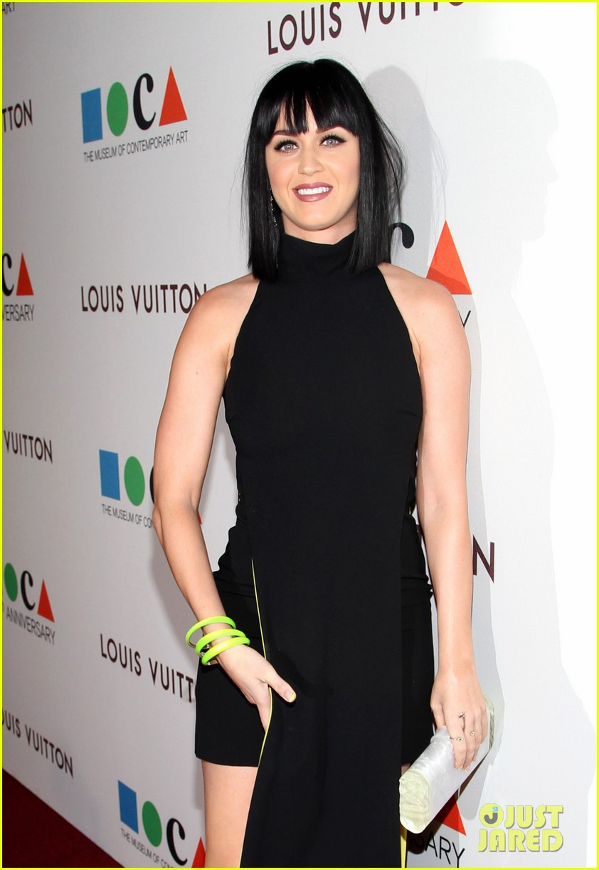 katy perry keeps it simple in black at moca gala 2014 04