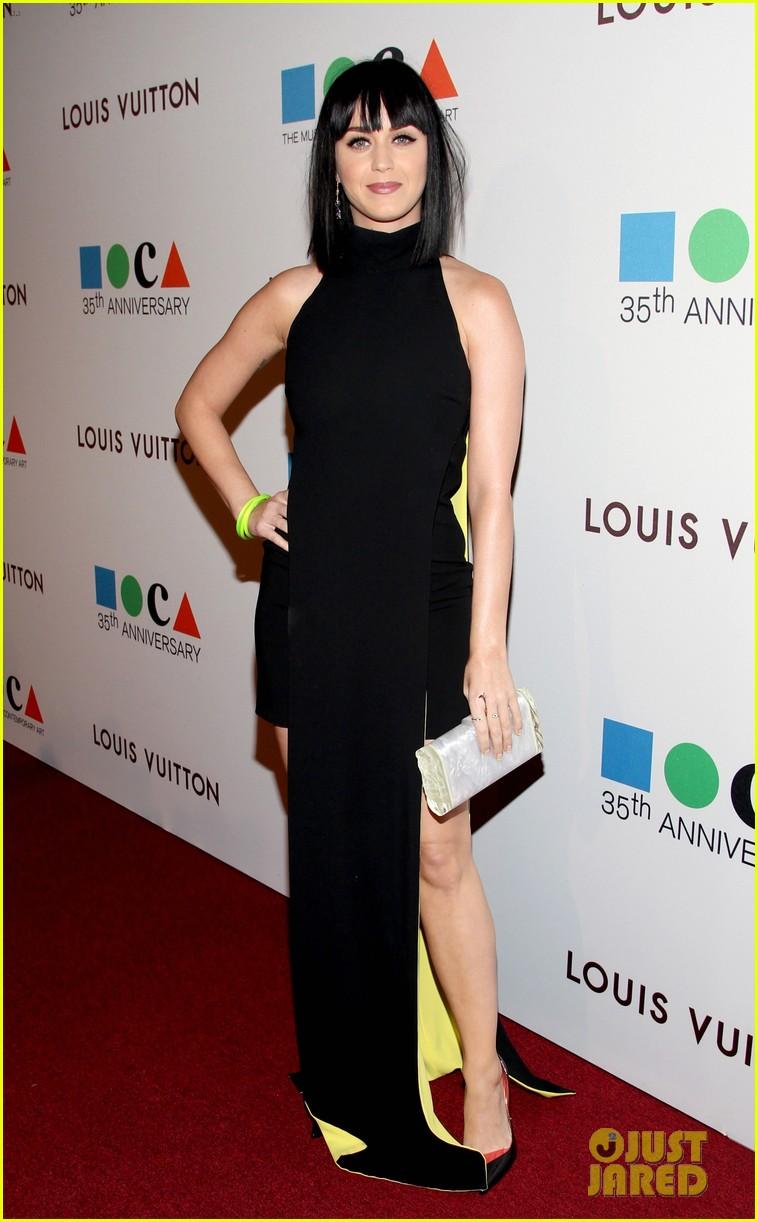 katy perry keeps it simple in black at moca gala 2014 09