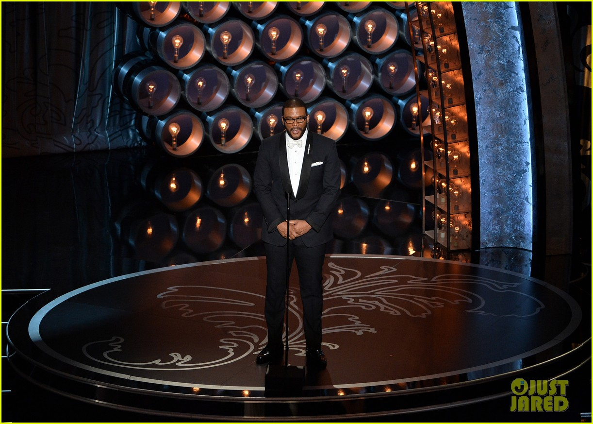tyler perry presents at oscars 2014 04