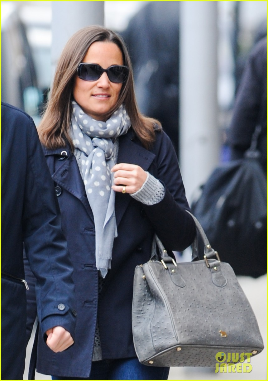 kate pippa middletons go to fashion brand hobbs coming to us 04