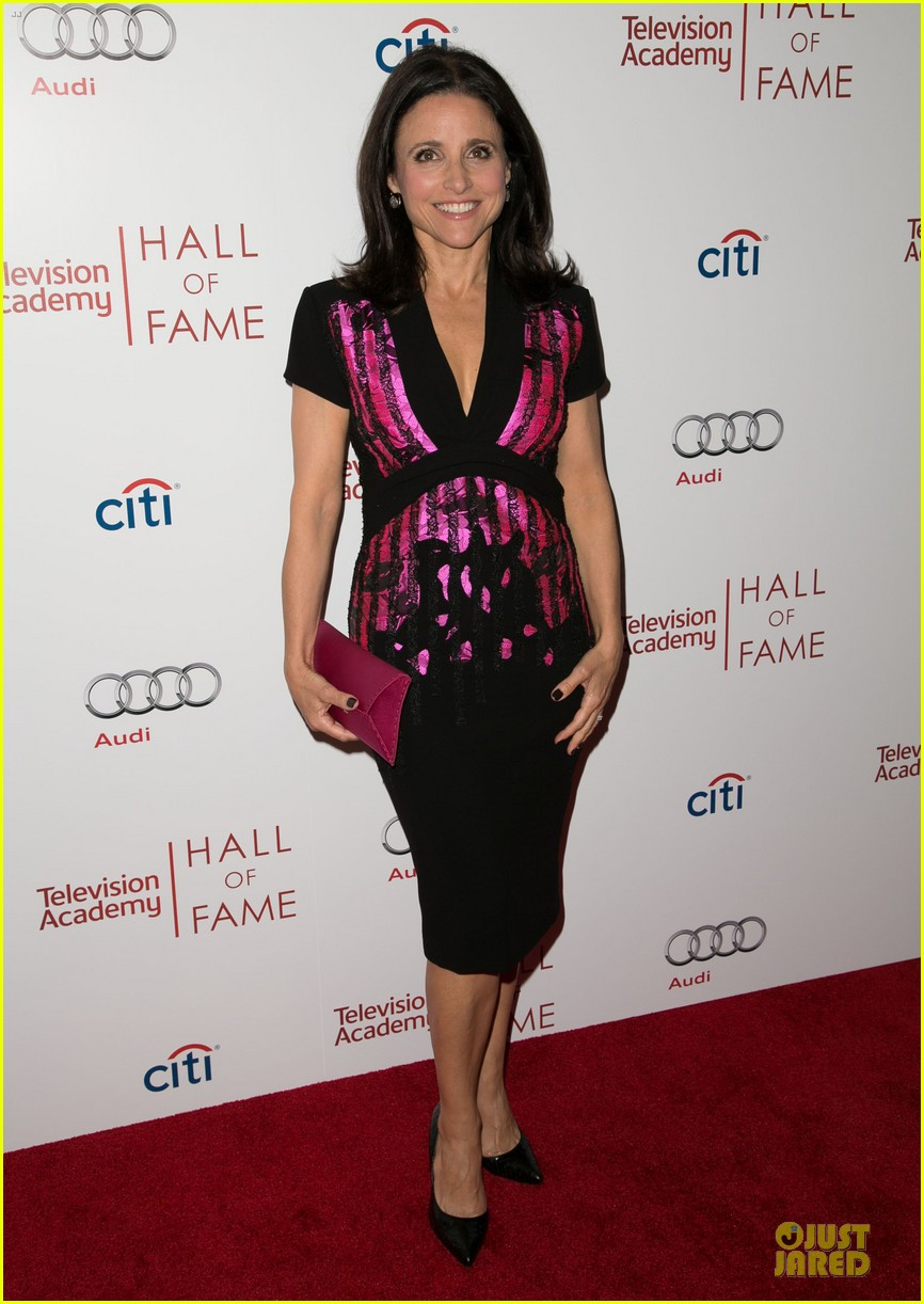 amy poehler julia louis dreyfus doll up for hall of fame gala 03