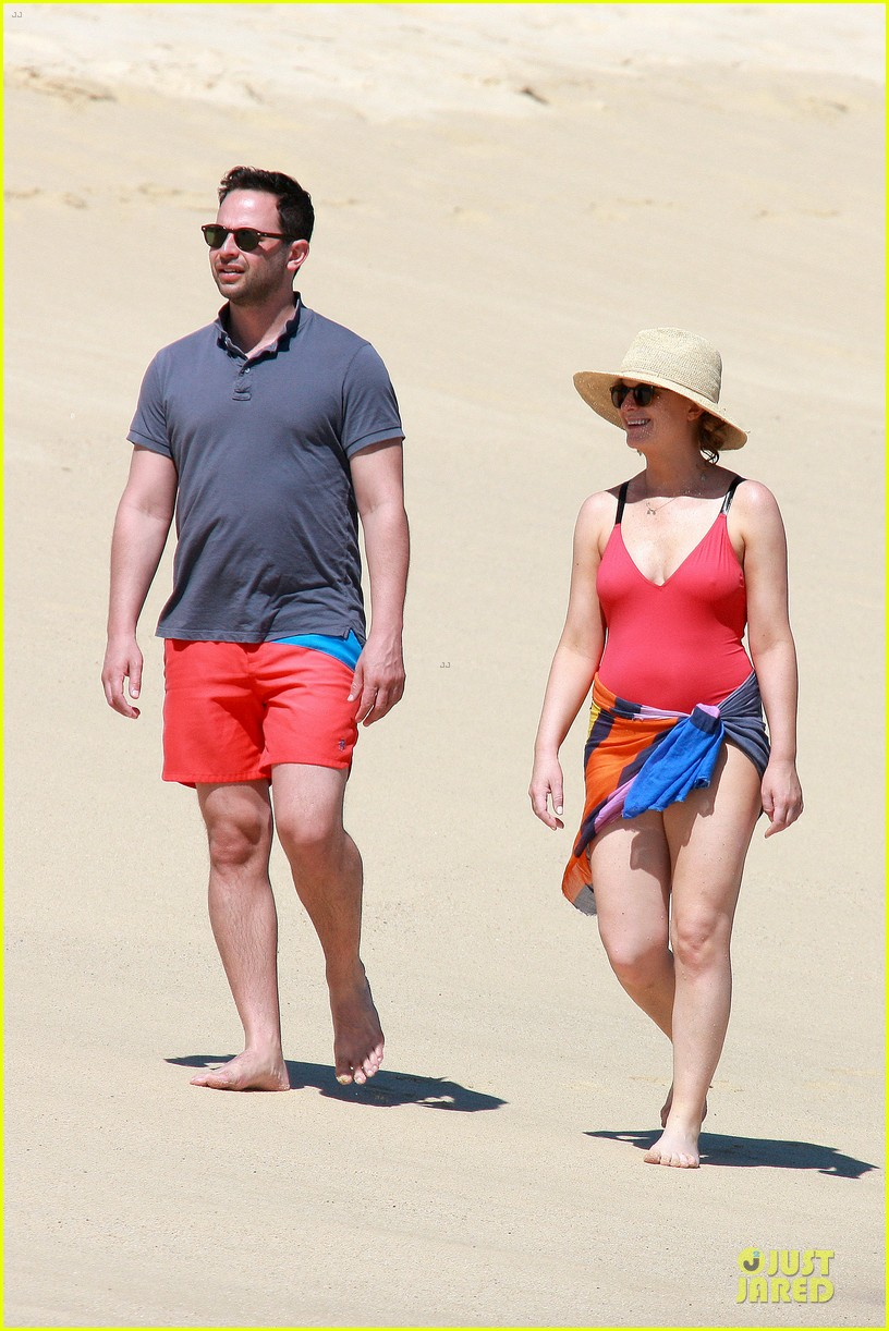 poehler kroll red hot cabo vacation 11
