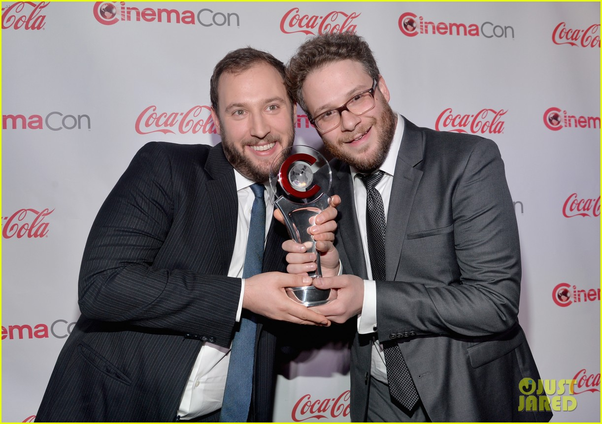 chris pratt seth rogen leslie mann cinemacon awards 03