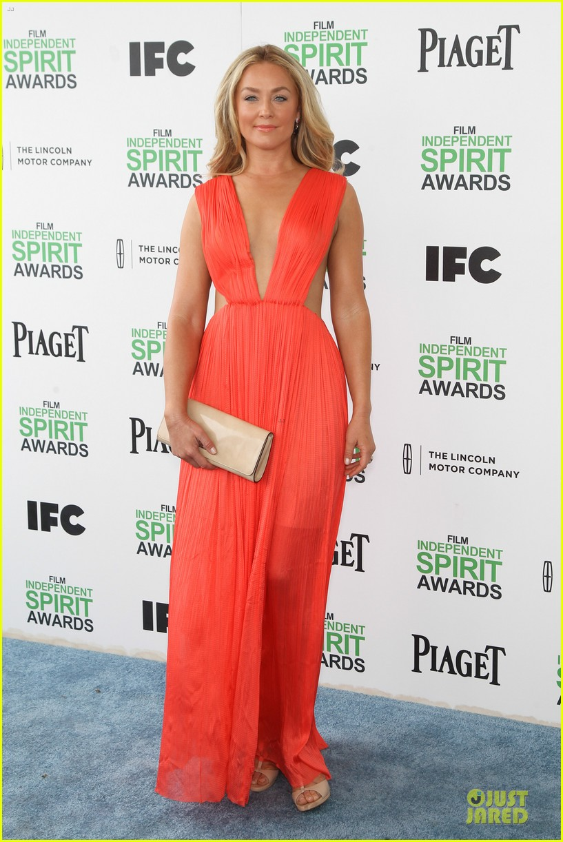 jeremy renner elizabeth rohm exudes american hustle aura at independent spirit awards 2014 063062935