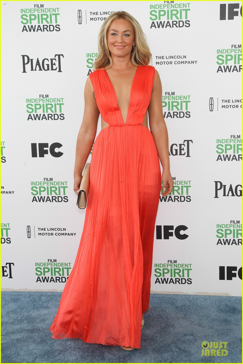 jeremy renner elizabeth rohm exudes american hustle aura at independent spirit awards 2014 07