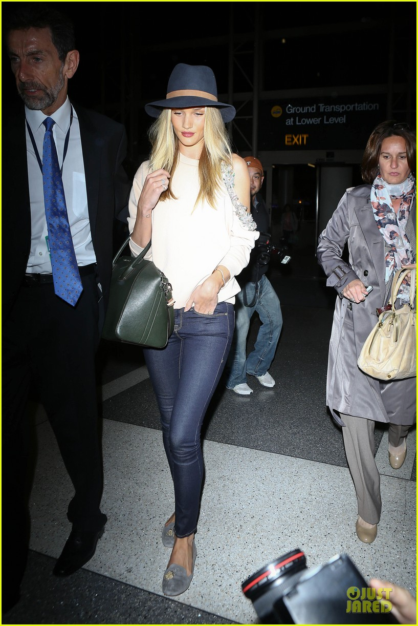 rosie huntington whiteley fly out of la before earthquake 01