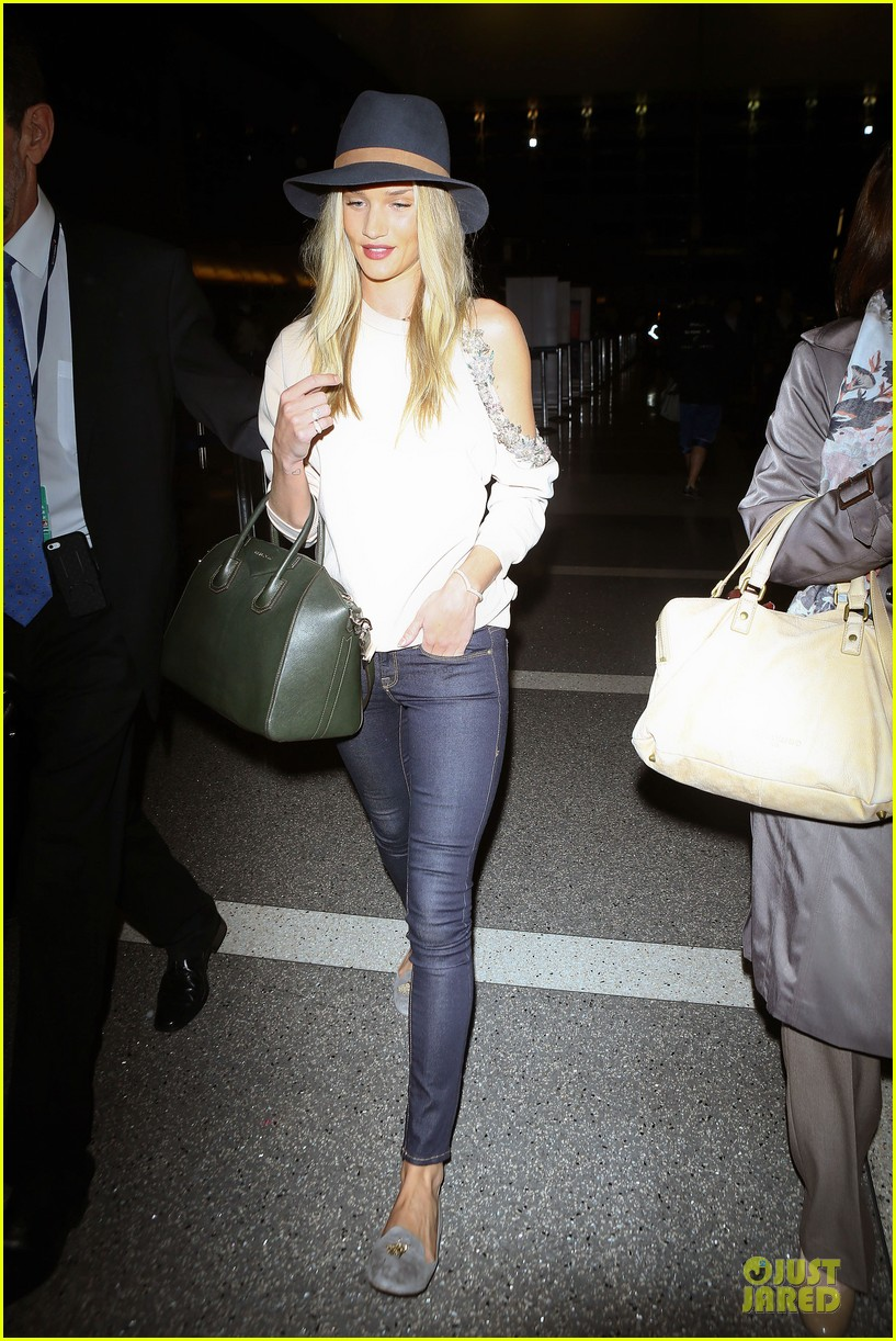 rosie huntington whiteley fly out of la before earthquake 243080990