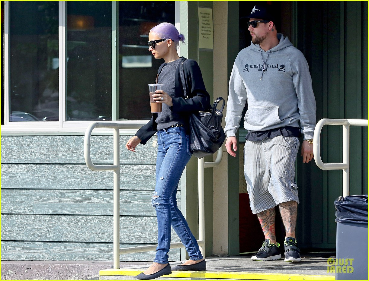 nicole richie proudly rocks new purple hair 03